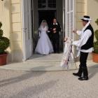 Megérkezés a menyasszonyos házhoz, bekéredzkedés, majd a menyasszony kikérése